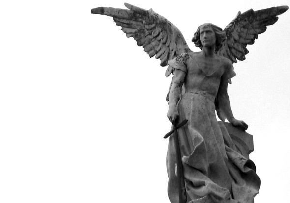 angel de comillas B&W