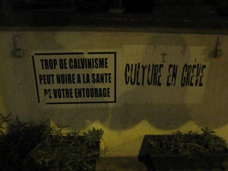 """Al estilo de las cajetillas de tabaco: """"Demasiado calvinismo puede afectar la salud de su entorno"""". (Ginebra, Suiza)"""